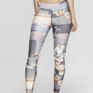 NWT Joy Lab 3/4 Legging Beige Gray Floral Yoga XS
